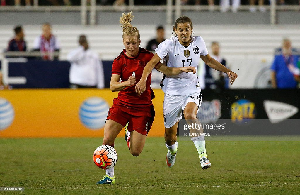 Germany's SLeonie Maier (L) and USA's Tobin Heath (R) vie for the ball during their SheBelieves Cup soccer match March 9, 2016 in Boca Raton, Florida. / AFP / RHONA