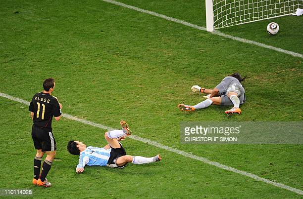 Germany's striker Miroslav Klose scores the fourth goal past Argentina's goalkeeper Sergio Romero during the 2010 World Cup quarter final Argentina...