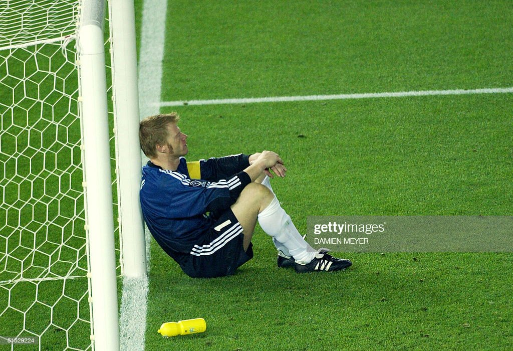 Germany's team captain and goalkeeper Oliver Kahn : News Photo