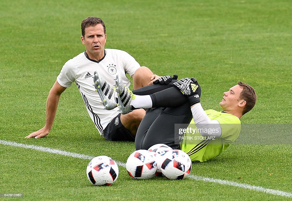Germany's team manager Oliver Bierhoff (L) chats with Germany's goalkeeper Manuel Neuer during a training session at the team's training ground in Evian-les-Bains, south-eastern France, on June 25, 2016, on the eve of the Euro 2016 round of sixteen football match between Germany and Slovakia. / AFP / PATRIK