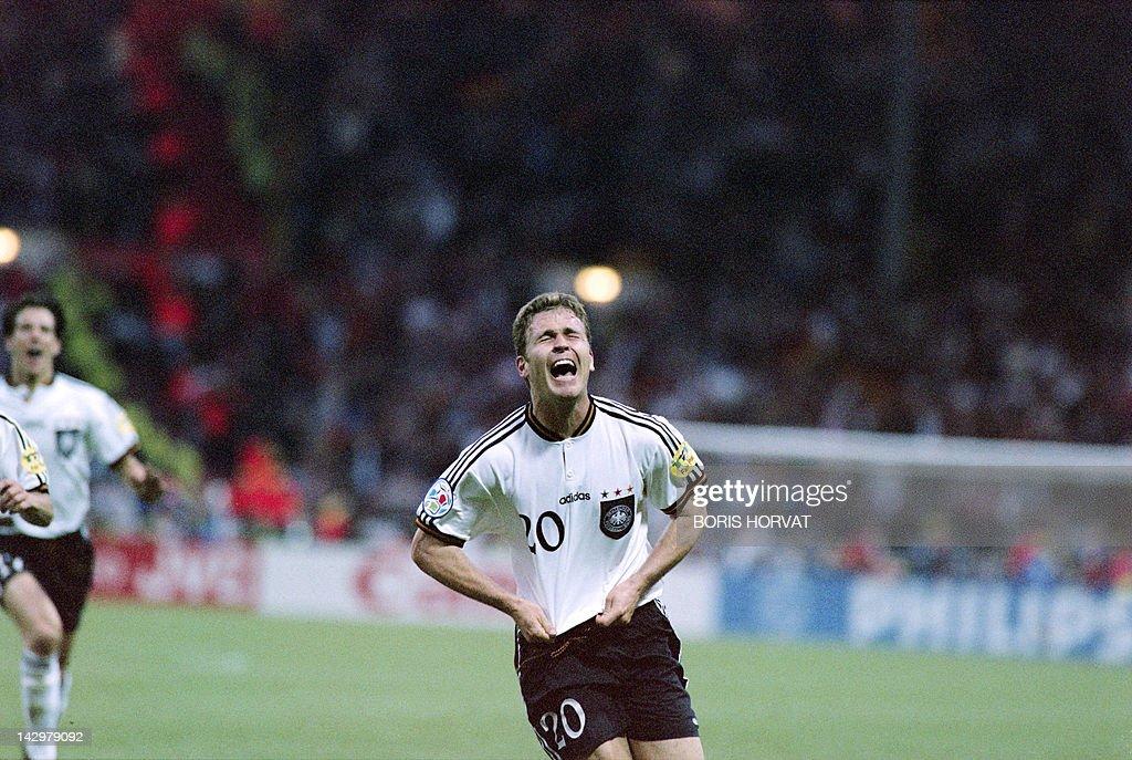 Germany'striker Oliver Bierhoff celebrat : News Photo