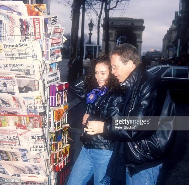 Gernot Endemann, Ehefrau Jocelyne Boisseau, Paris, Frankreich, Europa, Buchständer, Arc de Triomphe, Prominenter, Schauspieler, dah;