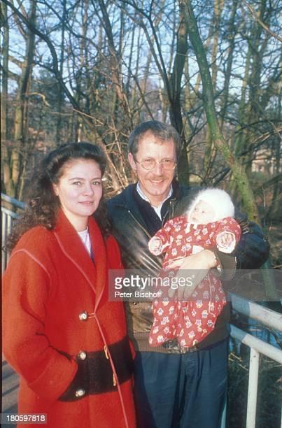 Gernot Endemann Jocelyne Boisseau Alicia Endemann Hamburg Familie Vater Mutter Baby auf dem Arm Brille Spaziergang