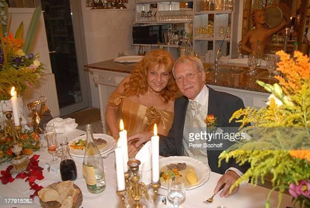 Gernot Endemann Lebensgefährtin Sabine SchmidtKirchner Hochzeitsfeier Restaurant Paradies Hannover Niedersachsen Deutschland Europa Hochzeitskleid...
