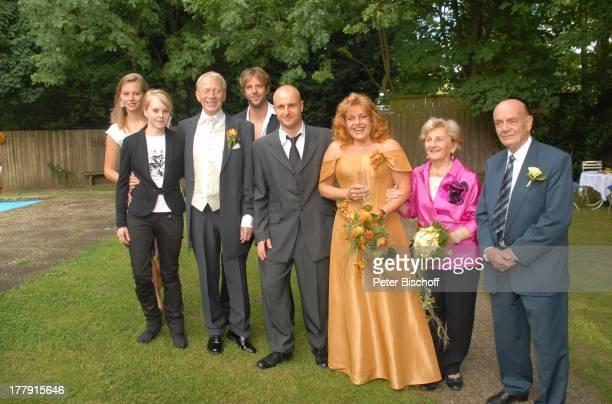 Gernot Endemann , Lebensgefährtin Sabine Schmidt-Kirchner , Tochter Alicia , Tochter Marine , Sohn Till , Sohn Robert Kirchner , Dr. Ernst und Dr....