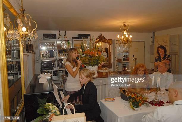 Gernot Endemann Lebensgefährtin Sabine SchmidtKirchner Tochter Alicia Tochter Marine Hochzeitsfeier Restaurant Paradies Hannover Niedersachsen...