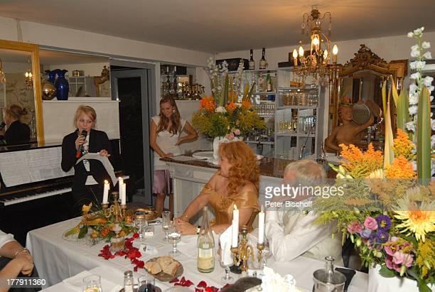 """Gernot Endemann, Lebensgefährtin Sabine Schmidt-Kirchner, Tochter Marine , dahinter: Tochter Alicia, Hochzeitsfeier , Restaurant """"Paradies"""",..."""