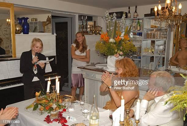 Gernot Endemann Lebensgefährtin Sabine SchmidtKirchner Tochter Marine dahinter Tochter Alicia Hochzeitsfeier Restaurant Paradies Hannover...