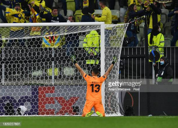Gero Rulli of Villarreal CF celebrates after saving the penalty of David de Gea of Manchester United to win the UEFA Europa League Final between...