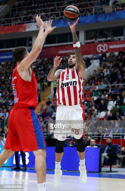Gerogios Printezis #15 of Olympiacos Piraeus competes with Alec Peters #5 of CSKA Moscow in action during the 2018/2019 Turkish Airlines EuroLeague...