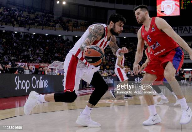 Gerogios Printezis #15 of Olympiacos Piraeus competes with Alec Peters #5 of CSKA Moscow during the 2018/2019 Turkish Airlines EuroLeague Regular...
