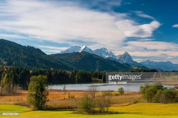 geroldsee, karwendel, kruen, mittenwald, werdenfelser land, upper bavaria, bavaria, germany - krün stock-fotos und bilder