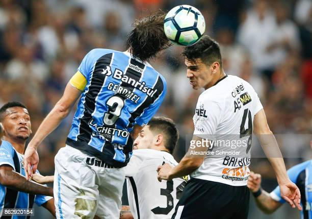 Geromel of Gremio and Balbuena of Corinthians in action during the match between Corinthians v Gremio for the Brasileirao Series A 2017 at Arena...