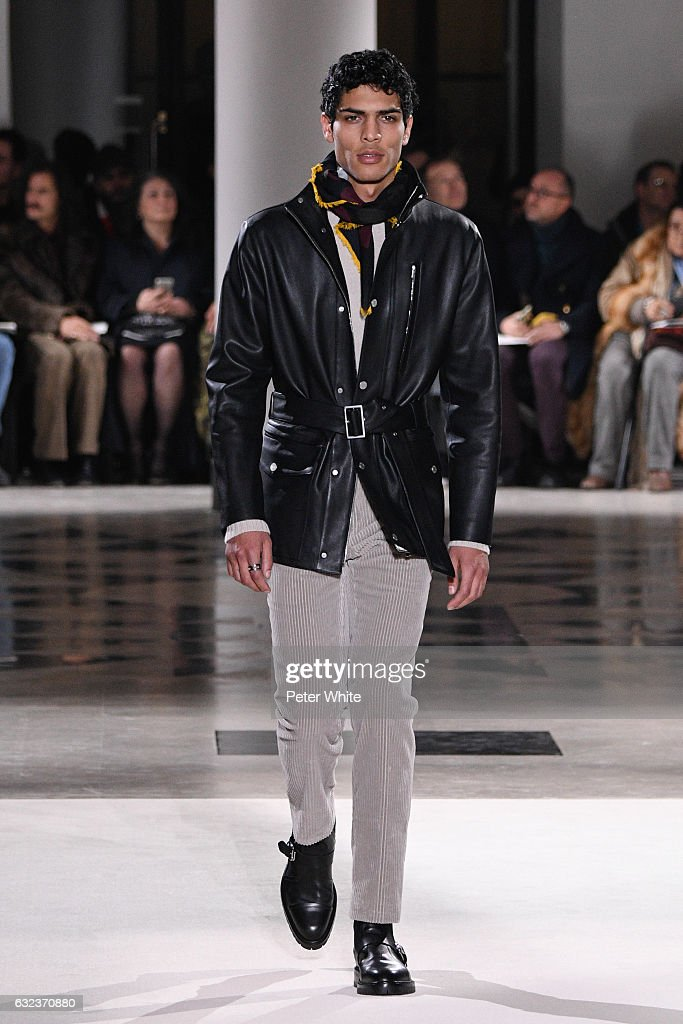 Hermes : Runway - Paris Fashion Week - Menswear F/W 2017-2018 : Fotografía de noticias
