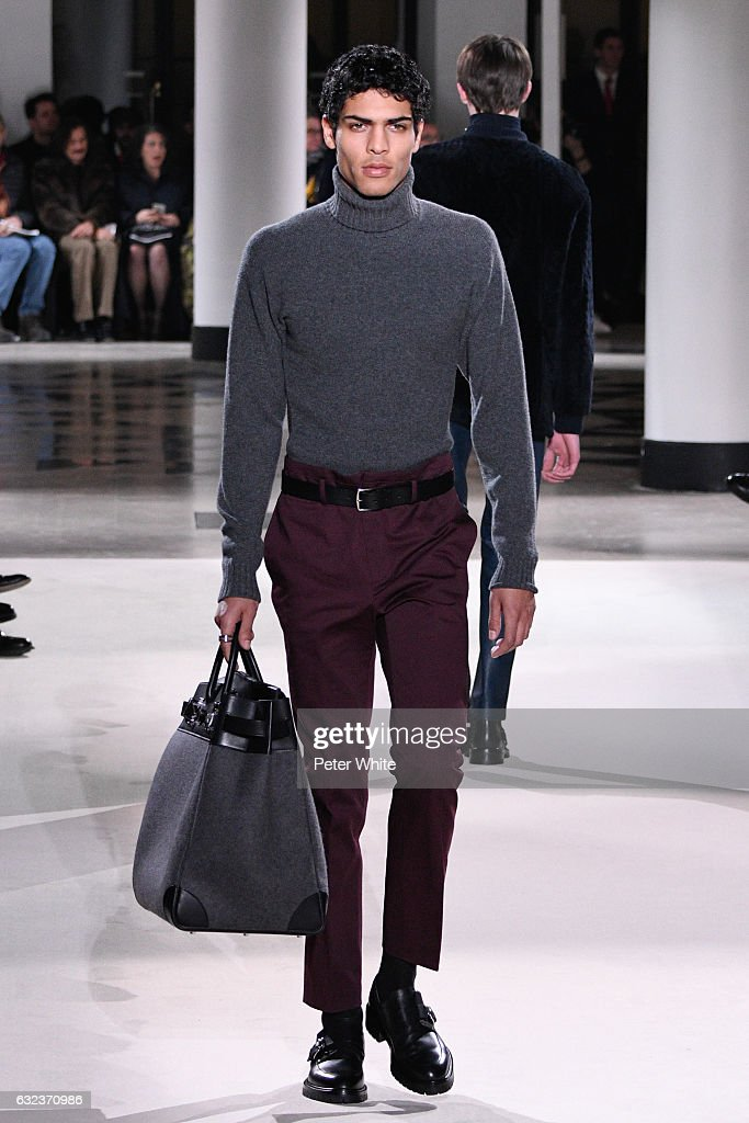 Hermes : Runway - Paris Fashion Week - Menswear F/W 2017-2018 : News Photo