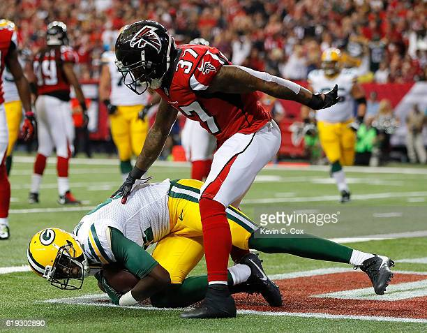 Geronimo Allison of the Green Bay Packers pulls in this touchdown reception against Ricardo Allen of the Atlanta Falcons at Georgia Dome on October...