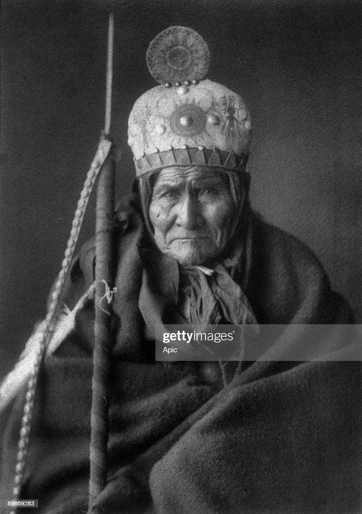 Geronimo (1829-1909) Apache leader, 1905, photo by Edward S. Curtis : News Photo