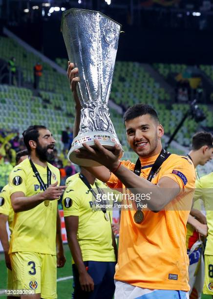 Geronimo Rulli of Villarreal celebrates with the UEFA Europa League Trophy following victory in the UEFA Europa League Final between Villarreal CF...