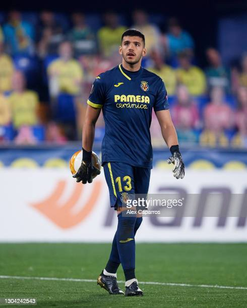 Geronimo Rulli of Villarreal CF looks on with the ball during the UEFA Europa League Round of 32 second leg match between Villarreal CF and RB...