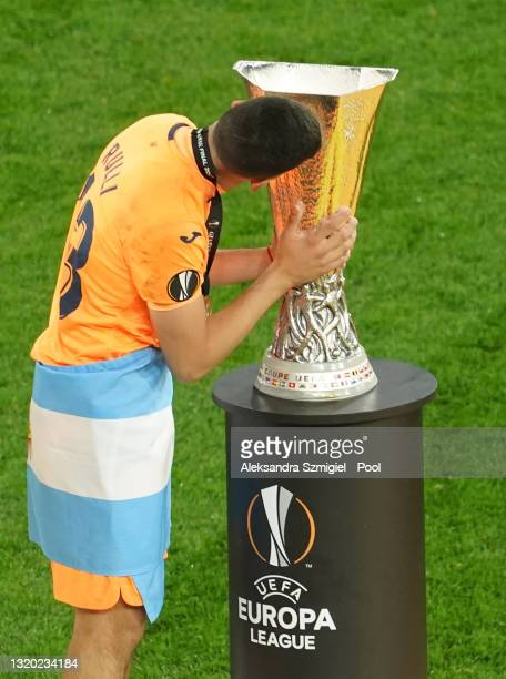 Geronimo Rulli of Villarreal kisses the UEFA Europa League Trophy following victory in the UEFA Europa League Final between Villarreal CF and...