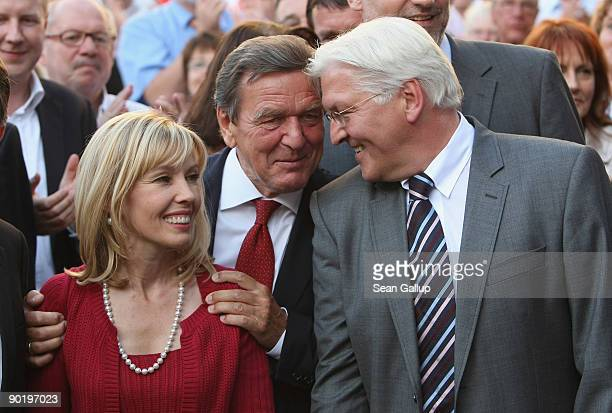 Gerrman Vice Chancellor Foreign Minister and lead candidate of the German Social Democrats FrankWalter Steinmeier chats with former German Chancellor...