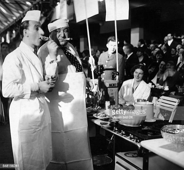 Gerron Kurt Actor Singer D *11051897 Kurt Gerron und Siegfried Arno cooking at he Reichsgastwirtsmesse on the fairground at the Funkturm the...