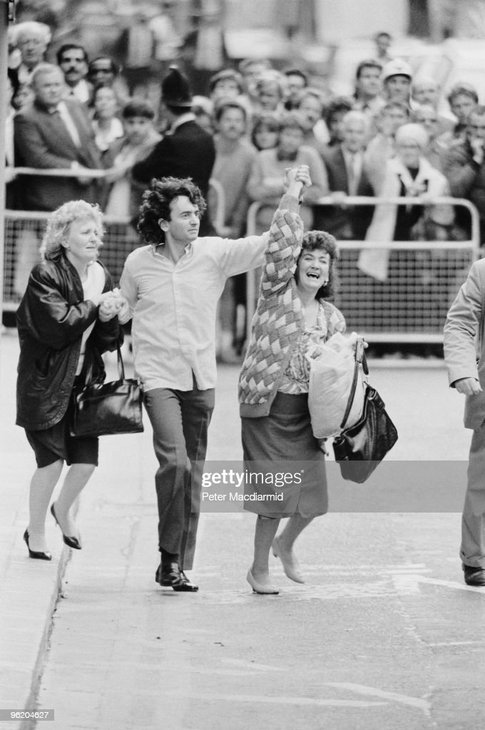 Gerry Conlon, one of the 'Guildford Four' leaves the Old Bailey, London, with his sisters, after the sentences in the case were quashed, 19th October 1989. Conlon had been convicted, with three others, of IRA Bombings in Guildford, and spent 16 years in prison. The four were released after it was found that evidence had been fabricated by police.
