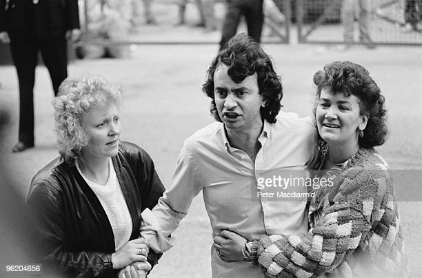Gerry Conlon one of the 'Guildford Four' leaves the Old Bailey London with his sisters after the sentences in the case were quashed 19th October 1989...