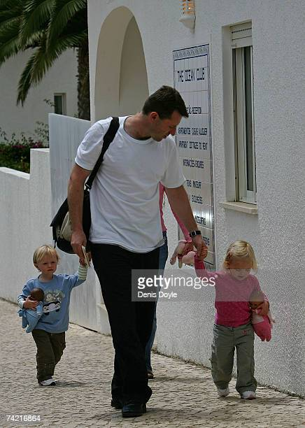 Gerry McCann the father of the missing British girl Madeleine walks back to his apartment with his daughter Amelie on May 22 2007 in Praia da Luz...