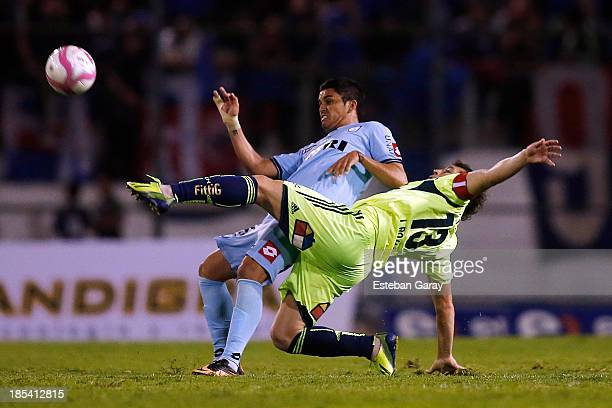 Gerson Mart'inez of Deportes Iquique struggles for the ball with JosŽe Rojas of Universidad de Chile during a match between Deportes Iquique and...