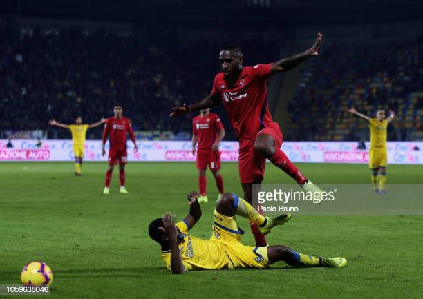 Gerson of ACF Fiorentina competes for the ball with Joel Nathaniel Campbell of Frosinone Calcio during the Serie A match between Frosinone Calcio and...
