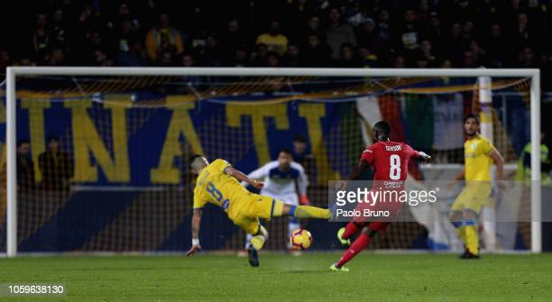 Gerson of ACF Fiorentina kicks the ball during the Serie A match between Frosinone Calcio and ACF Fiorentina at Stadio Benito Stirpe on November 9...
