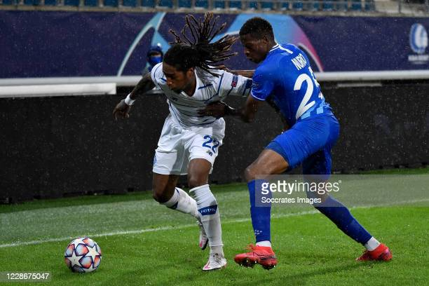 Gerson Rodrigues of Dinamo Kiev Nurio Fortuna of KAA Gent during the UEFA Champions League match between Gent v Dinamo Kiev at the Ghelamco Arena on...