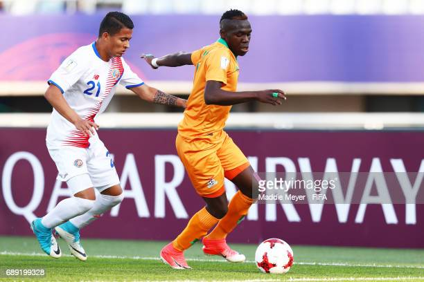 Gerson Torres of Costa Rica defends Edward Chilufya of Zambia during the FIFA U20 World Cup Korea Republic 2017 group C match between Costa Rica and...