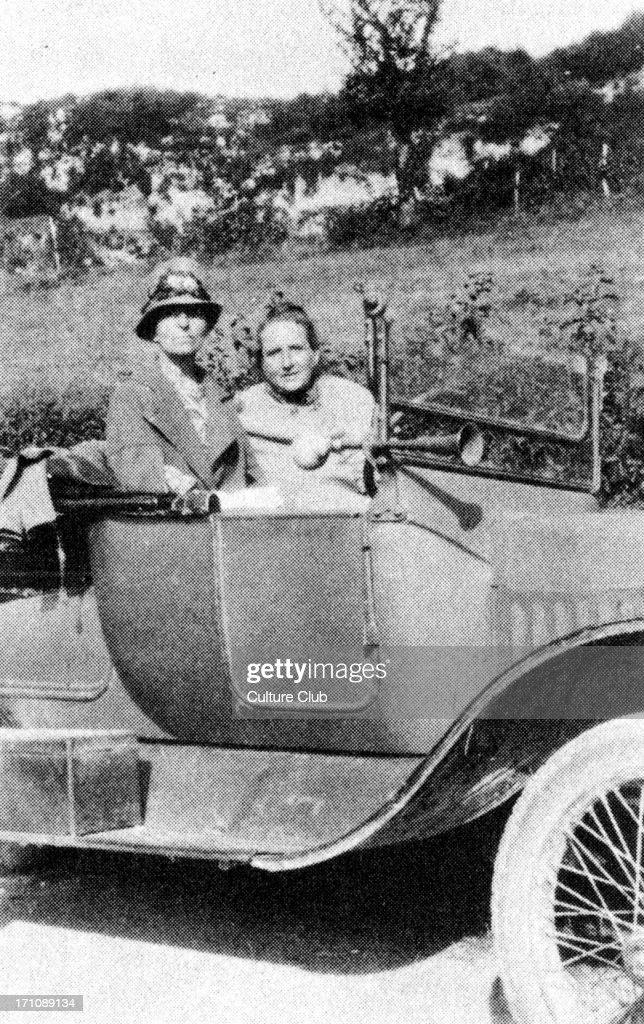 Gertrude Stein and Alice Toklas c. 1927 : News Photo