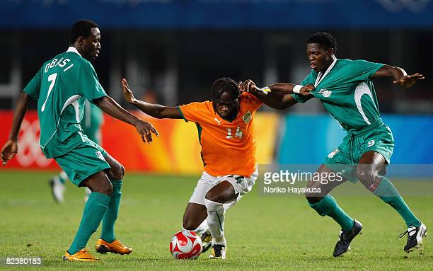 Gervinho of Ivory Coast competes for the ball with Dele Adeleye and Chinedu Ogbuke Obasi of Nigeria during the Men's Quarter Final match between...