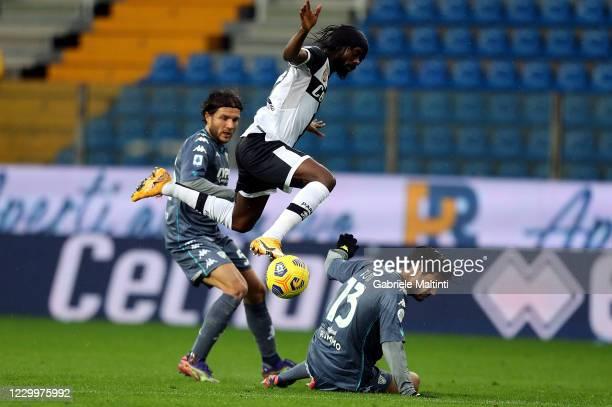 Gervinho of Parma Calcio battles for the ball with Alessandro Tuia of Benevento Calcio during the Serie A match between Parma Calcio and Benevento...