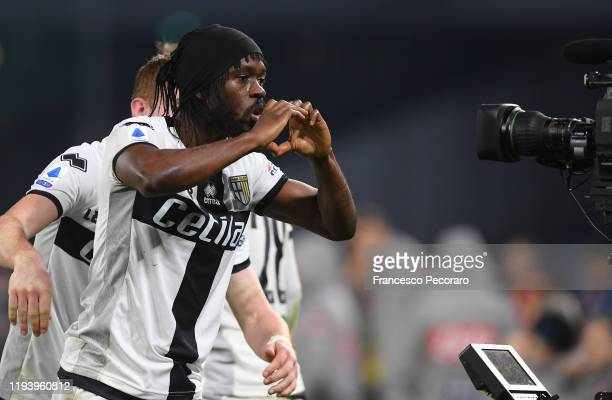 Gervinho of Parma Calcio celebrates after scoring his team's second goal during the Serie A match between SSC Napoli and Parma Calcio at Stadio San...