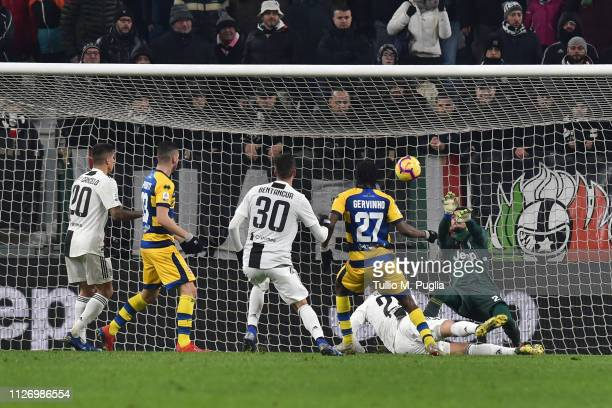 Gervinho of Parma scores the equalizing goal during the Serie A match between Juventus and Parma Calcio at Allianz Stadium on February 02 2019 in...