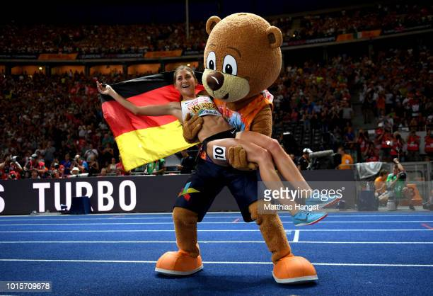 GesaFelicitas Krause of Germany celebrates winning gold in the Women's 3000 metres steeplechase final with mascot Berlino during day six of the 24th...