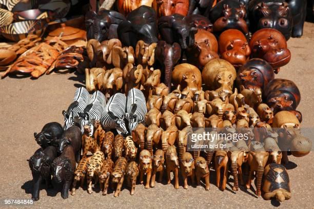 Geschnitzte Tierfiguren, Masken und andere Andenken, Souvenirstand am Blyde River Canyon, Panorama Route, Provinz Mpumalanga, Republik SüdafrikaBlyde...