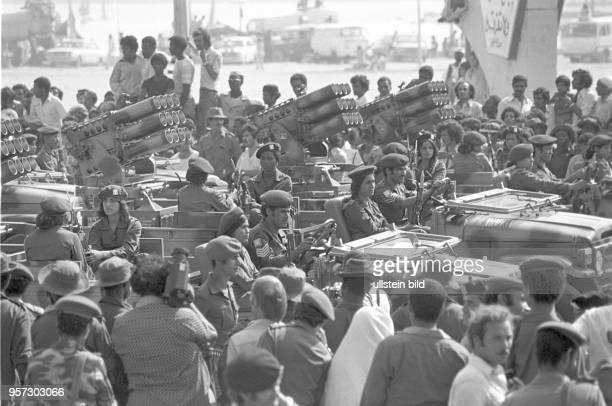 Geschosswerfer auf Fahrzeugen bei einer Militärparade in Bengasi im September 1979 anlässlich des 10 Jahrestages des Sturzes der Monarchie