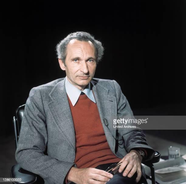 Gesprächsleitung WALTER HÖLLERER, Thema: 'Was ist eigentlich Kafkaesk?', Sendung im ZDF, Mai 1975.