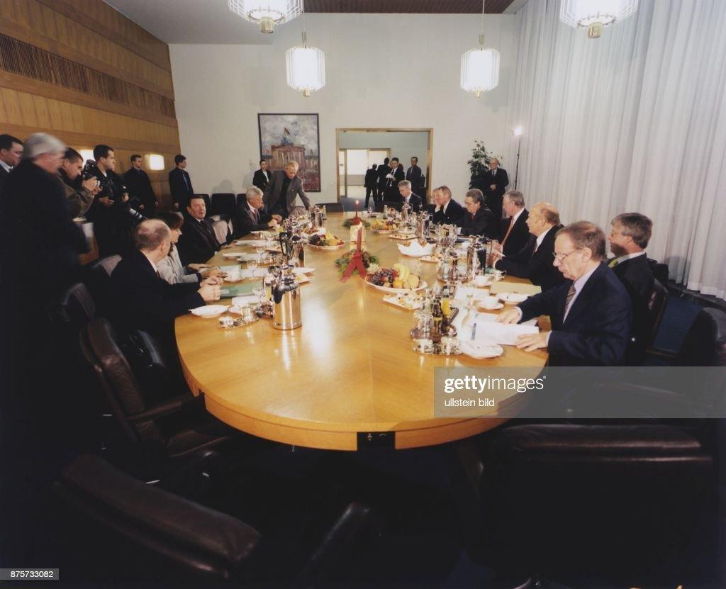 Sitzung Bündnis für Arbeit : News Photo
