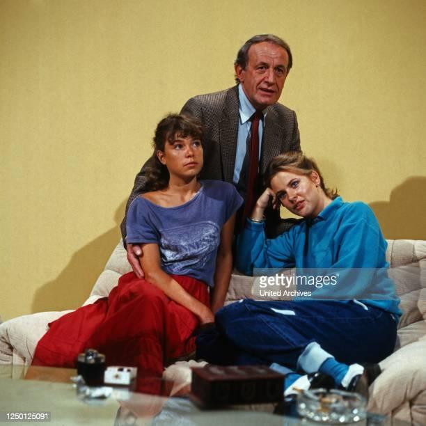Gestern bei Müllers Fernsehserie Deutschland 1983 Darsteller Beate Finckh Alexander Kerst Anja Schüte