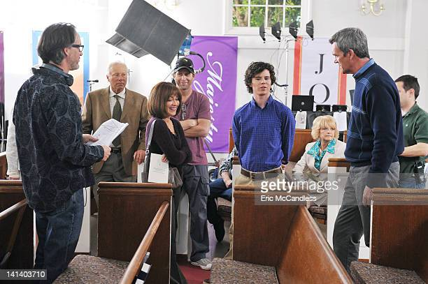 THE MIDDLE Get Your Business Done When the Hecks attend a new church Frankie is inspired by the pastor's sermon about getting one's business in life...
