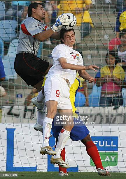 Ecuador's goalkeeper Edwin Villafuerte catches the ball by Macedonia's Maznov Goran during their friendly football match in Getafe 28 May 2006 AFP...