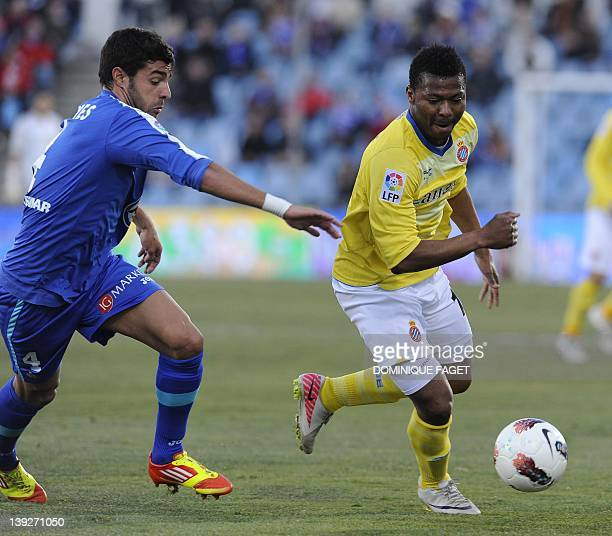 Getafe's defender Miguel Torres vies for the ball Espanyol's Nigerian forward with Kalu Uche during the Spanish league football match Getafe against...