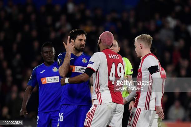 Getafe's Spanish defender Xabier Etxeita argues with Ajax´s Dutch forward Ryan Babel during the Europa League round of 32 football match between...