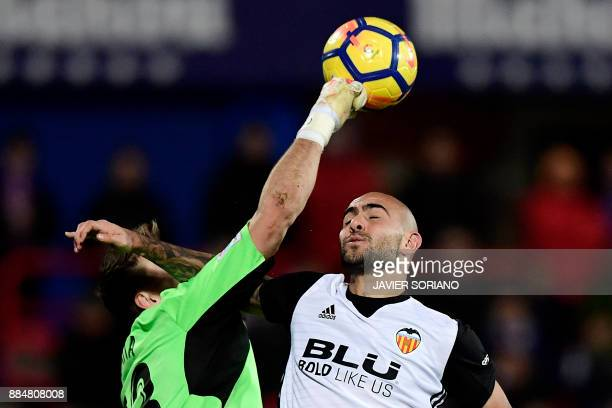 Getafe's Spanish goalkeeper Vicente Guaita blocks header by Valencia's Italian forward Simone Zaza during the Spanish league football match Getafe CF...